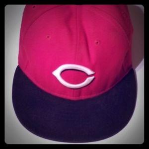 Cincinnati Reds hat 7 1/4 or 7 3/8